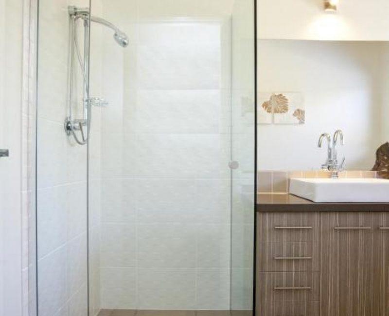 Frameless Pivot Showerscreen