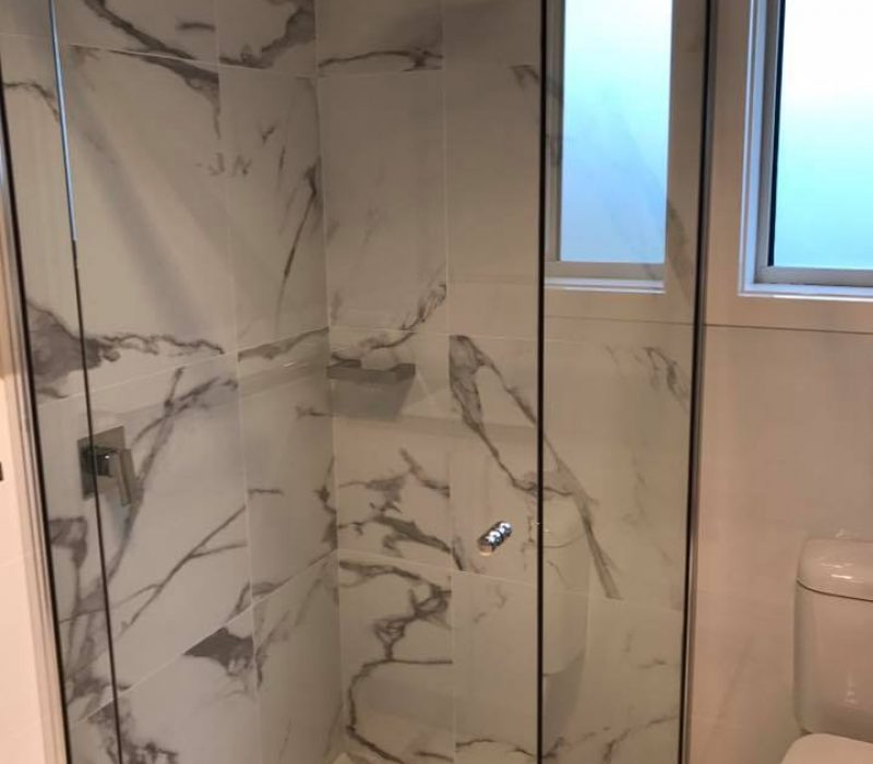 Semi-Frameless Showerscreen